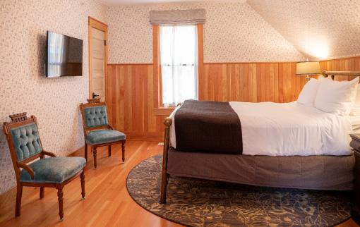 Corner House - Bedroom